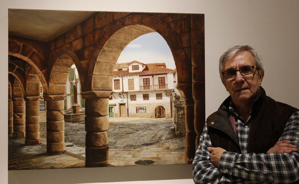 <span lang= gl >O pintor Paco Ascón cunha das obras da mostra «Ourense é arte»</span>