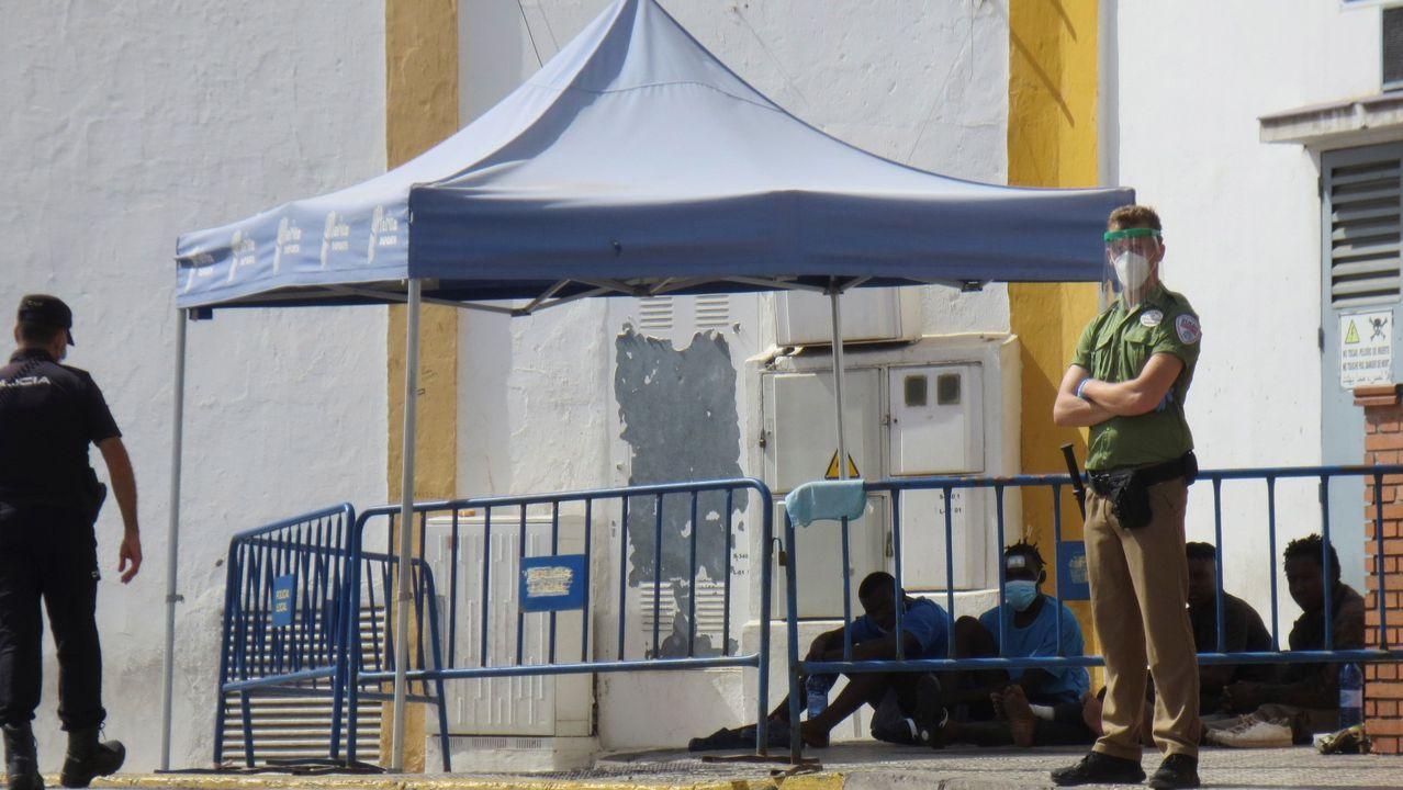 Rap&Sisters.La Policía Nacional frente a la Audiencia de Sevilla