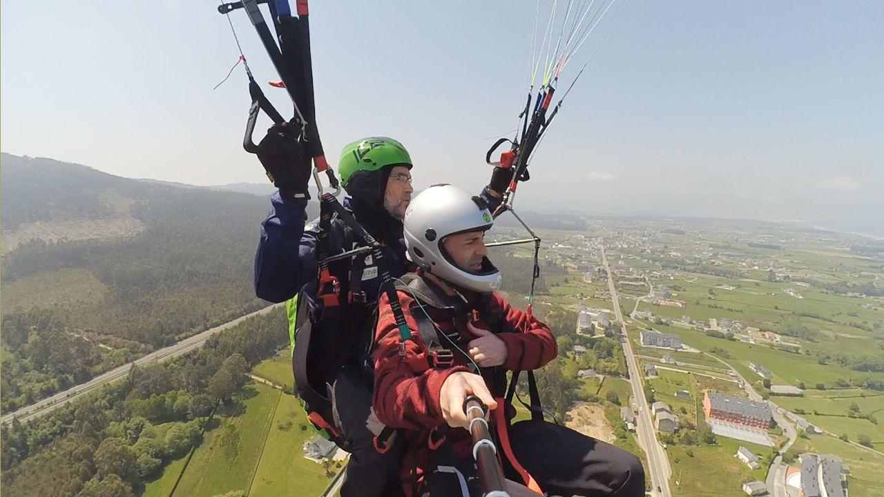 La experiencia de volar por primera vez en parapente.Romería de As Cruces. en Arante