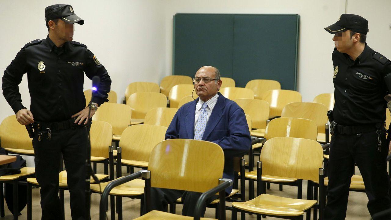 Gayoso acude a recoger la pulsera.Imagen de archivo de Pedro Luis Gallego, «violador del ascensor»