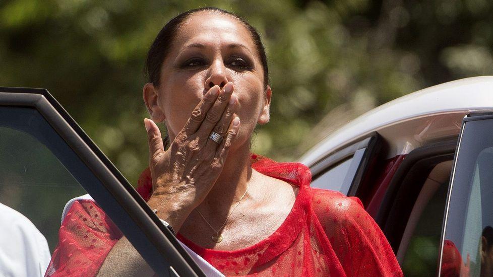 Isabel Pantoja, saliendo de la cárcel para un permiso