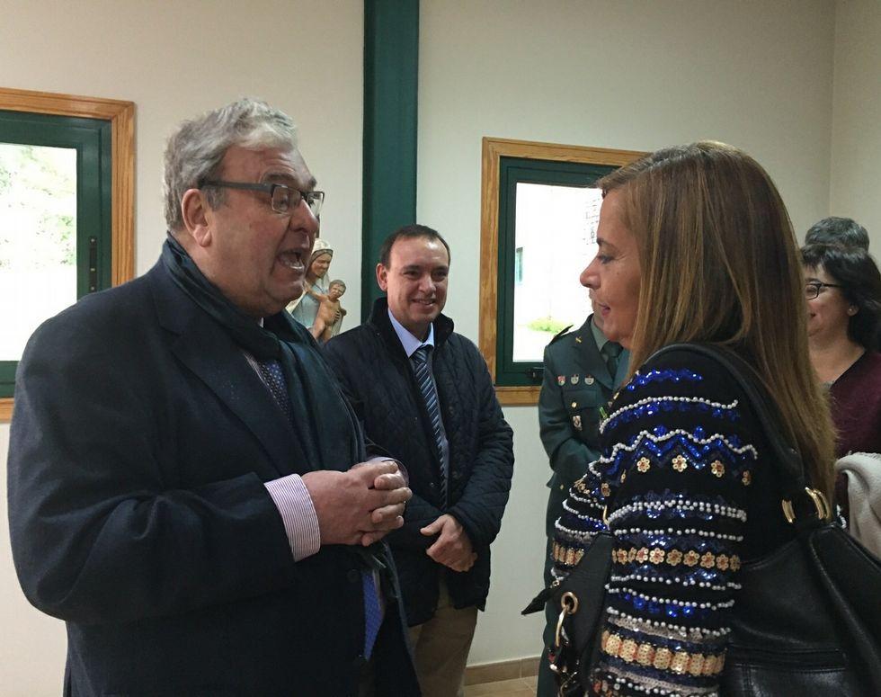 Fontoira, ayer, charlando con Silva, tras el homenaje al primero.