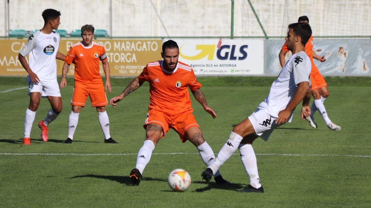 Blanco Leschuk celebra uno de sus goles al Tenerife
