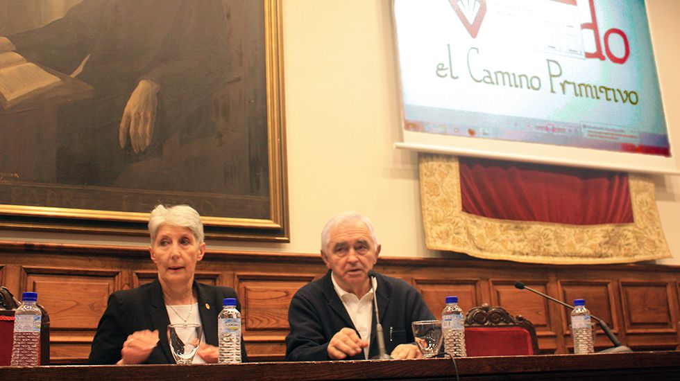 José Luis Álvarez Almeida. Adeline Rucquoi y Javier Fernández Conde, en la conferencia inaugural del Simposio.