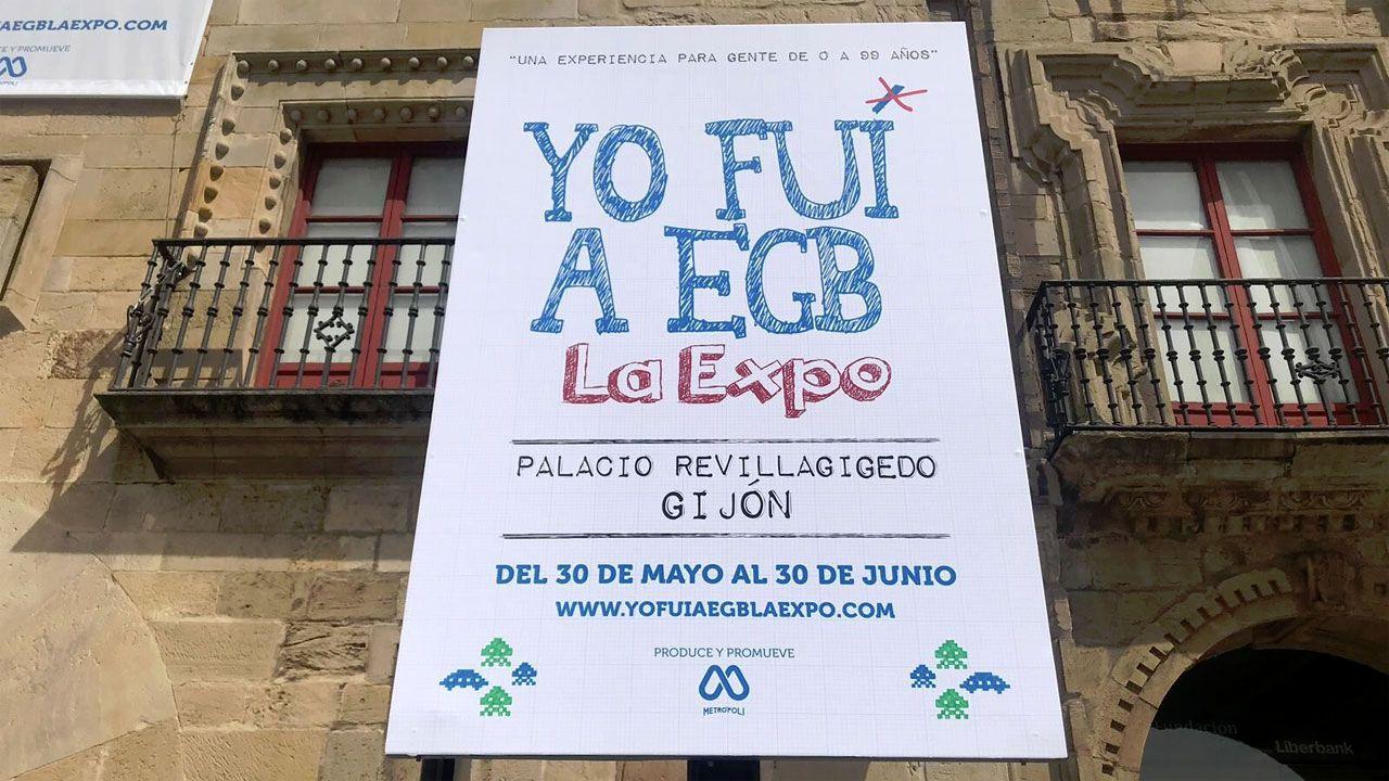 Cartel de «Yo fui a EGB» ante el Revillagigedo