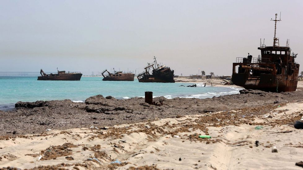 La visita de Estado de los reyes a Francia, en imágenes.Barcos naufragados en Zuara, desde donde muchos inmigrantes tratan de huir de África.