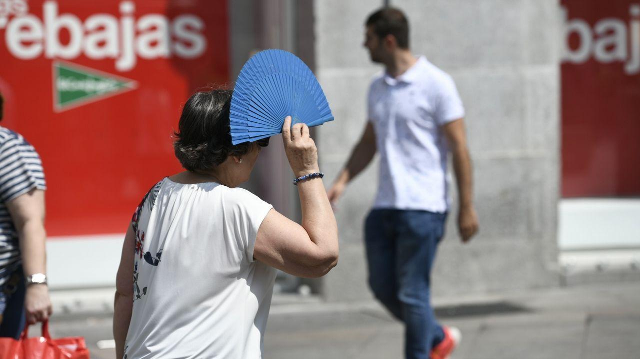 Jornada histórica de calor en Galicia.Combatiendo el calor con un helado en Covas, Viveiro