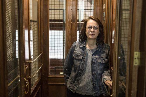 La escritora Marta Sanz publicó «pequeñas mujeres rojas» antes del estado de alarma