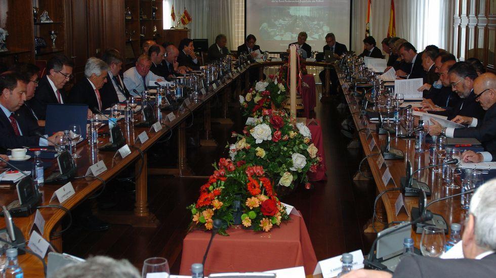 Joan Tardá y Celia Villalobos acaban a gritos en plena sesión de control al Gobierno.Gomendio, juto a Wert en un acto en Madrid