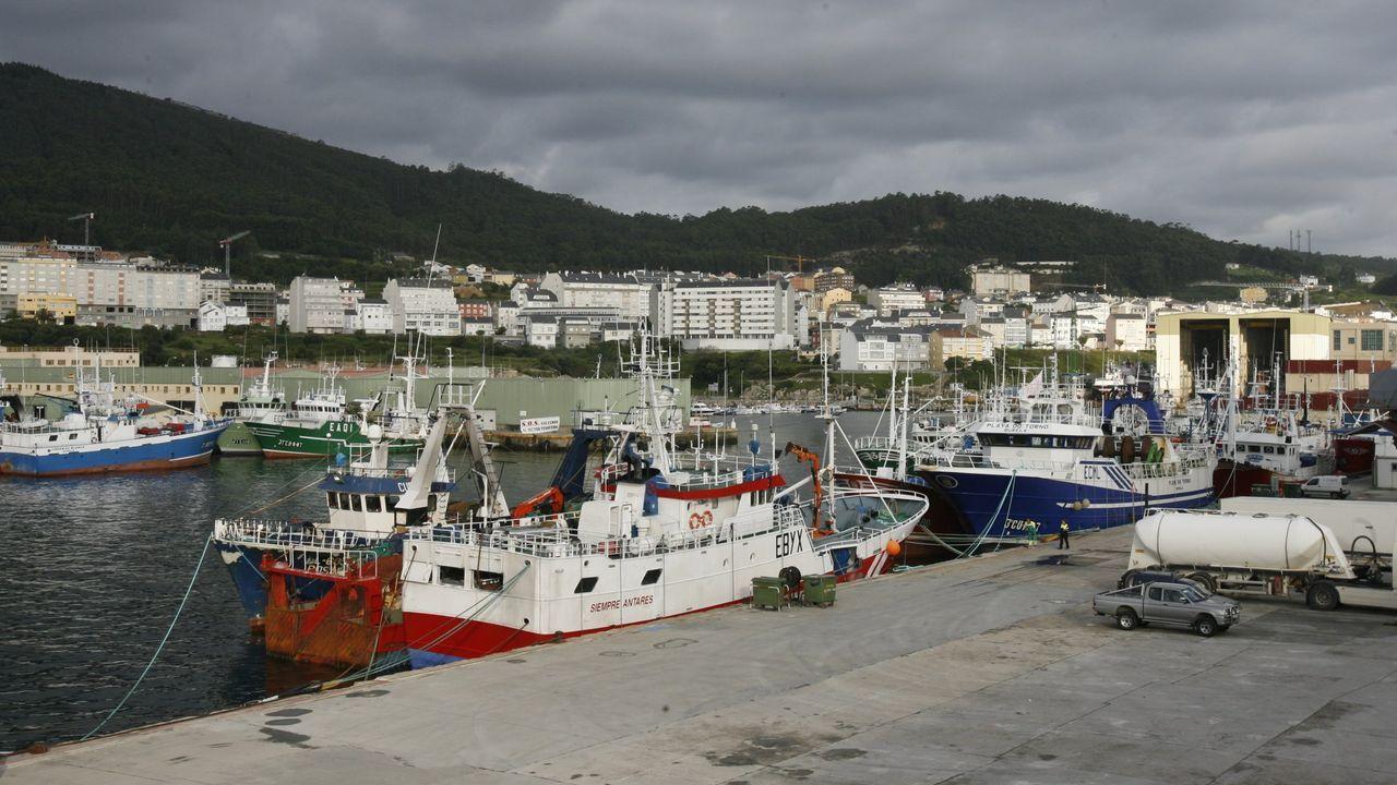 El puerto de Burela, en una imagen de archivo, de donde «un día salió como tripulante de pesquero» Jaime Méndez, a quien Pablo Mosquera dedica este obituario