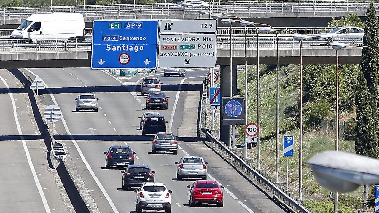 De la Serna: «Es una autopista de la red estatal y el estado tiene que tener competencias».La plataforma Alternativa Ronda Norte, en la plaza del Ayuntamiento de Oviedo