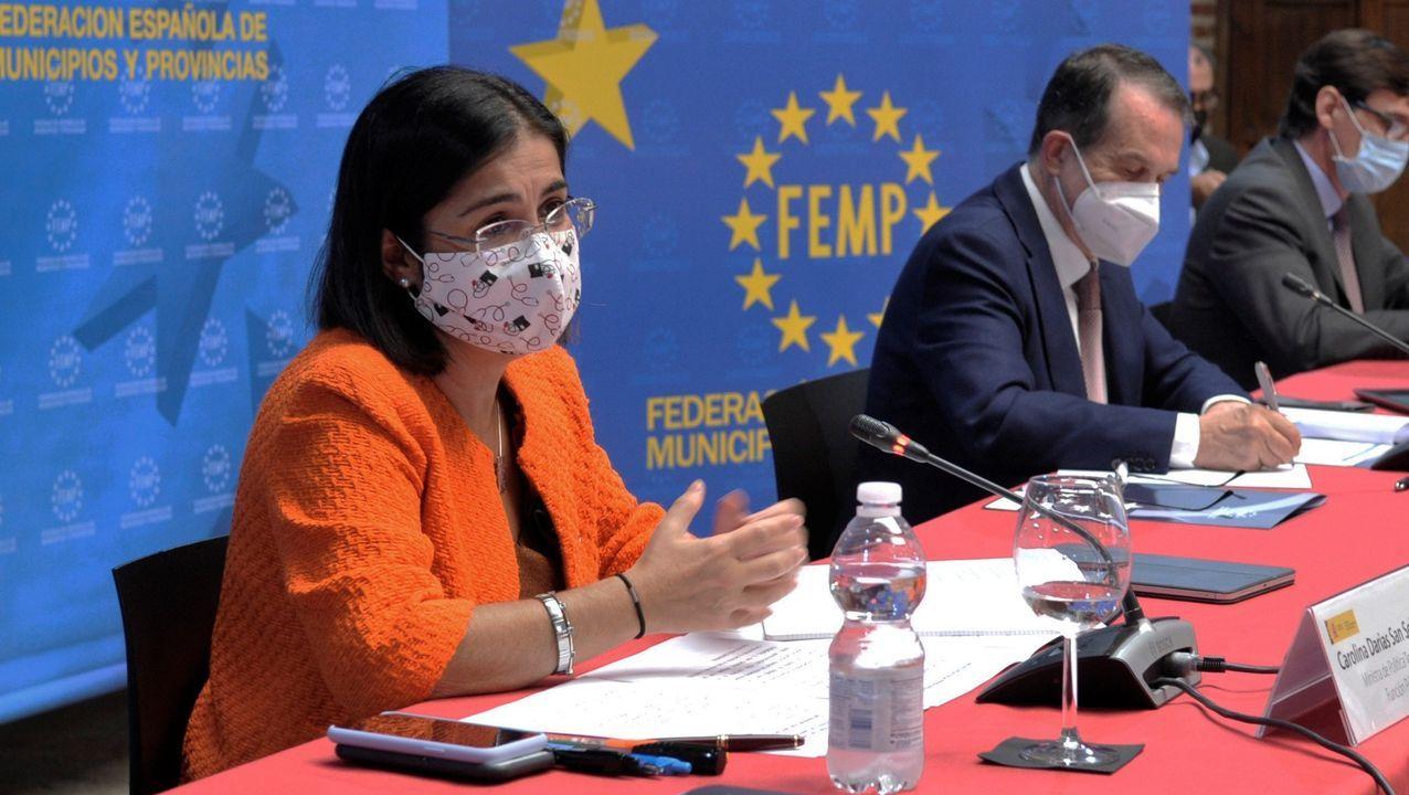La ministra de Política Territorial, Carolina Darias, y el presidente de la FEMP, Abel Caballero, este miércoles