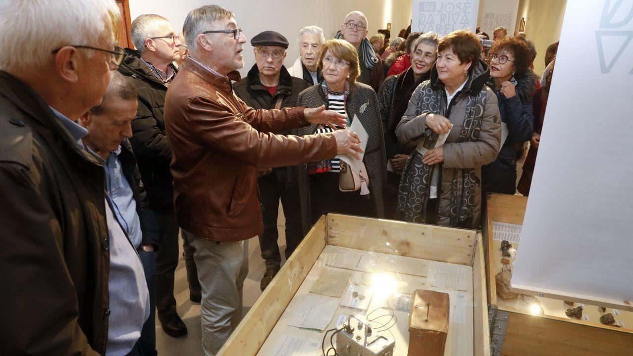 Las imágenes de la exposición de José de Riva en el MIHL.A homenaxe celebrouse no IES Otero Pedrayo, onde tamén se pode visitar a exposición