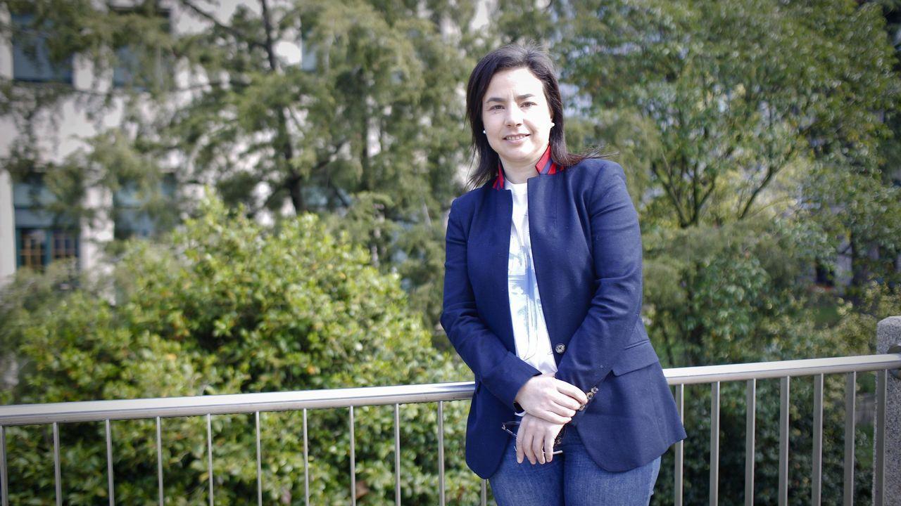 Reportaje sobre la concejala Rhut Reza, que acude a trabajar con su hija Mariña