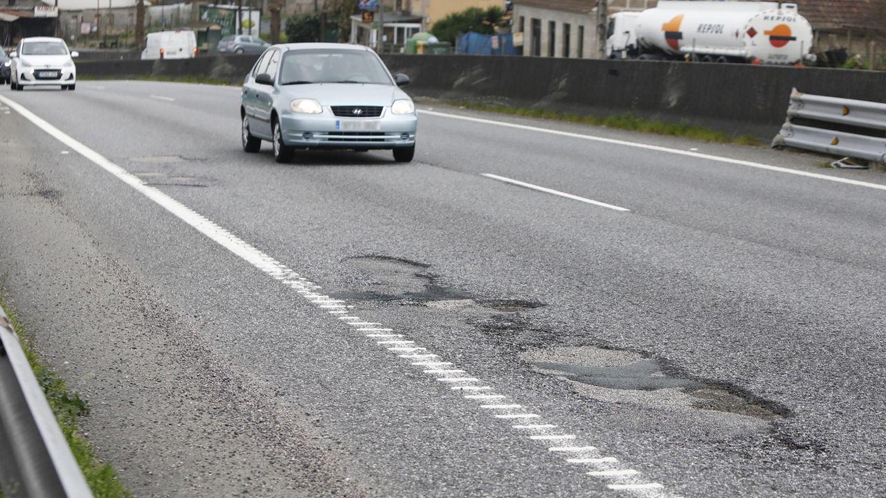 Muchos baches y muchos radares en la autovía A-52 entre Vigo y O Porriño.El corredor Monforte-Lalín, a su paso por la Ribeira Sacra