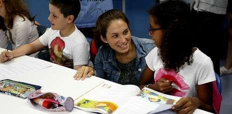 La edila María Castelao visitó en A Trisca a los participante en el programa Alternativa Activa.