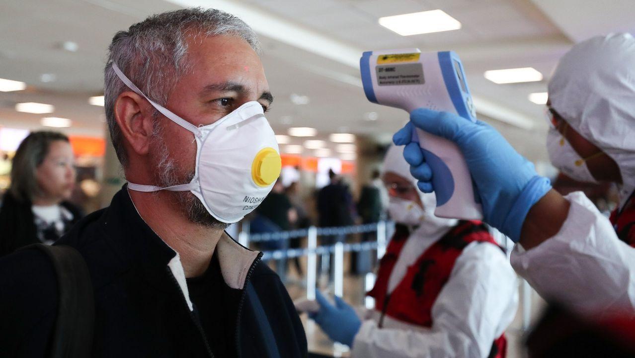 Control del coronavirus en un aeropuerto