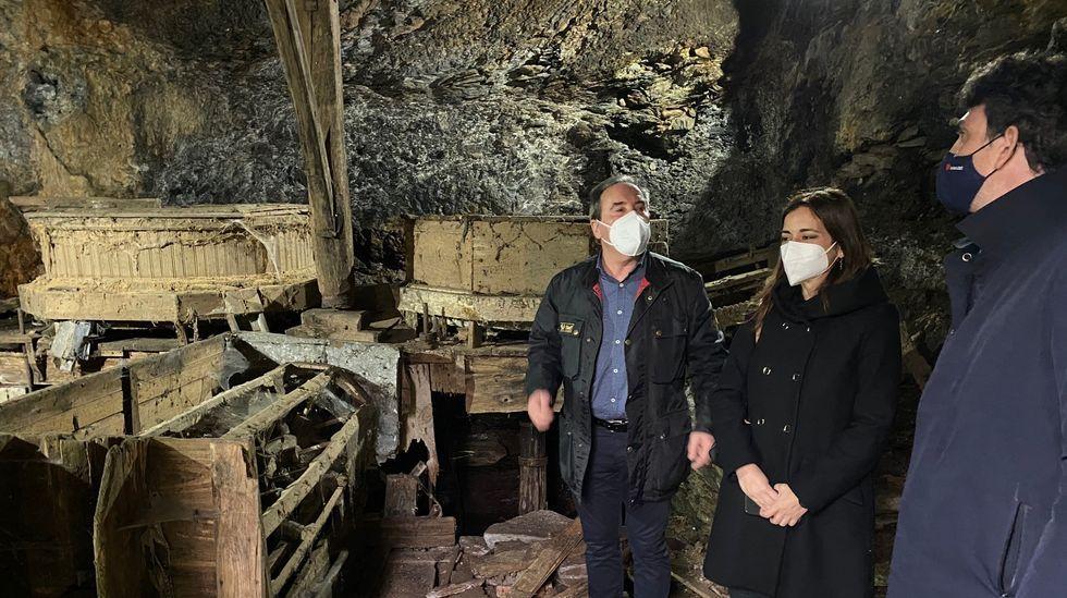 La directora de Agader, durante su visita al molino que va a ser restaurado