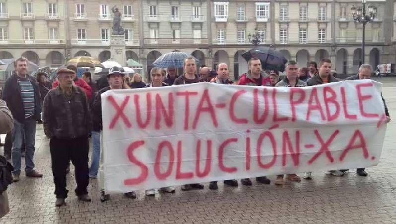 Los mariscadores de O Burgo protestan en María Pita