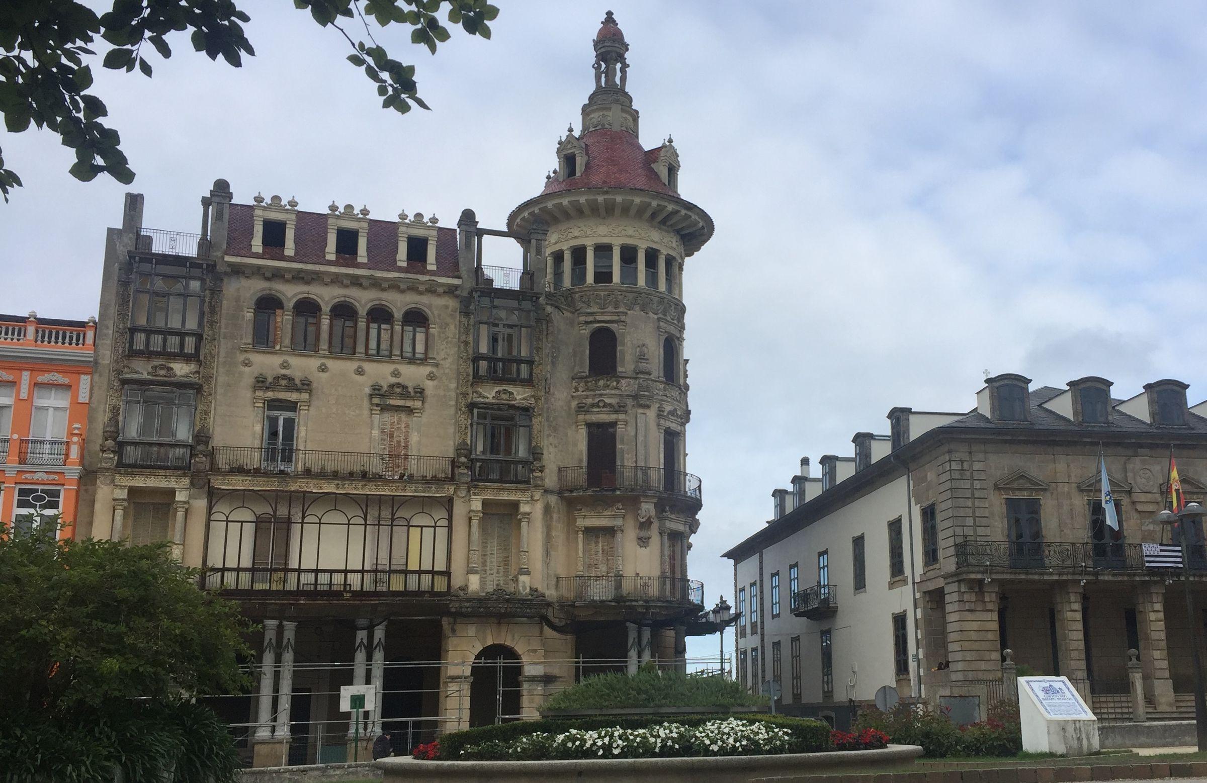La Torre dos Moreno, ahora en ruina, fue construida en 1915