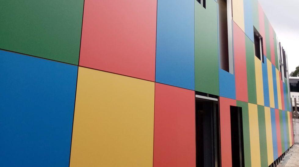 Así es el nuevo centro social de A Piringalla.Manuel González, alcalde de Outes