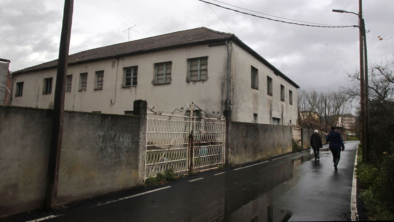 Una de las construcciones que serán derribadas para dar salida a Cobas a la calle Rof Codina