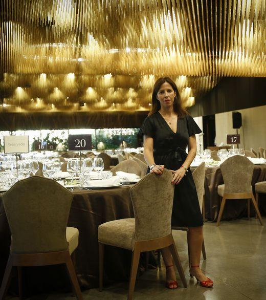 Lucía Cidón en uno de los salones más espectaculares de Finca Montesqueiro