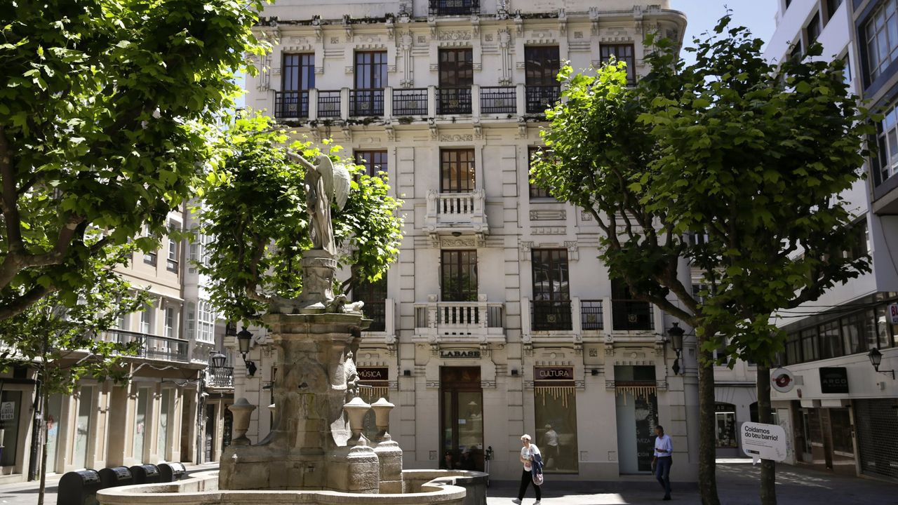 labase.O edificio agora, trala recuperación encargada a Carlos Fernández Coto