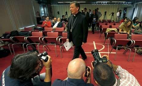 Sudáfrica se prepara para despedir a Mandela.Juan Antonio Martínez Camino, que el miércoles será relevado, a su llegada a una rueda de prensa de la Conferencia Episcopal.