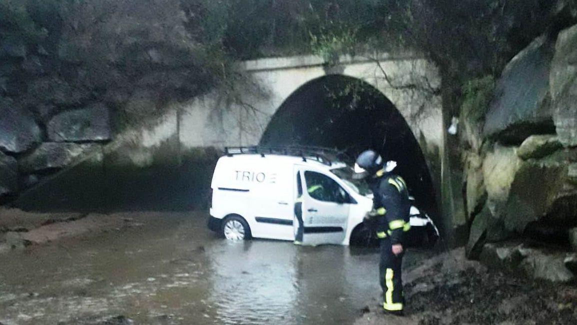 La furgoneta en el río
