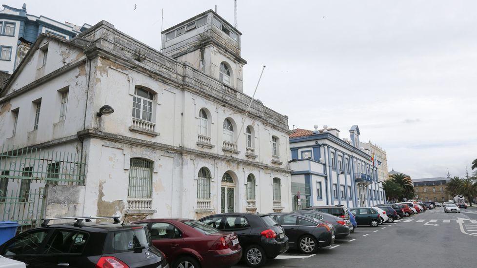 Vista de la antigua Comandancia y la sede del Puerto