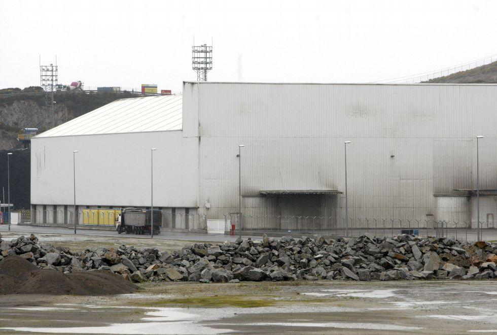 Grúas para contenedores en el puerto exterior de Ferrol