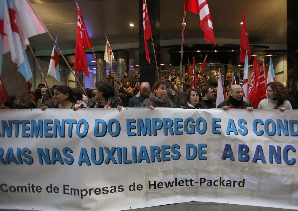 <span lang= es-es >Apoyo a los trabajadores de HP</span>. Los trabajadores de Hewlet-Packard se concentraron en la sede de Acanda.