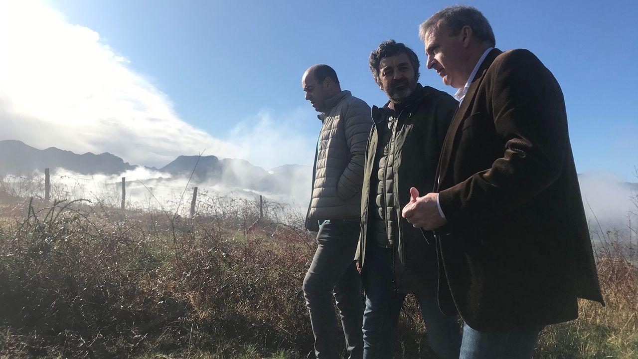 Alejandro Calvo, consejero de Desarrollo Rural, de visita en Parres