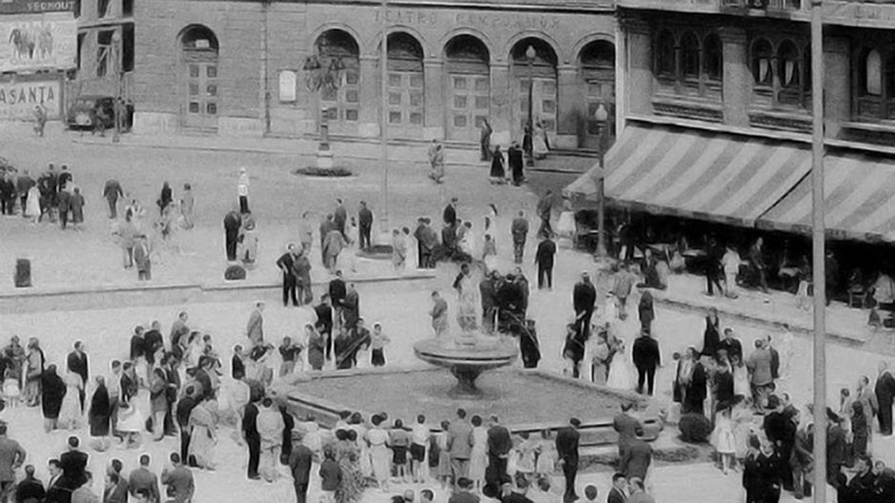 La historia dela Escandalera, en imágenes.Una reunión de la PAH de Oviedo