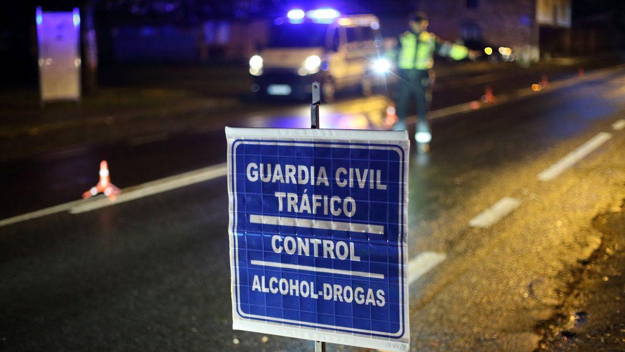 Las novedades del sector funerario, en Ourense.Un momento de un registro en el operativo policial realizado en Ferrol el pasado día 5 de octubre