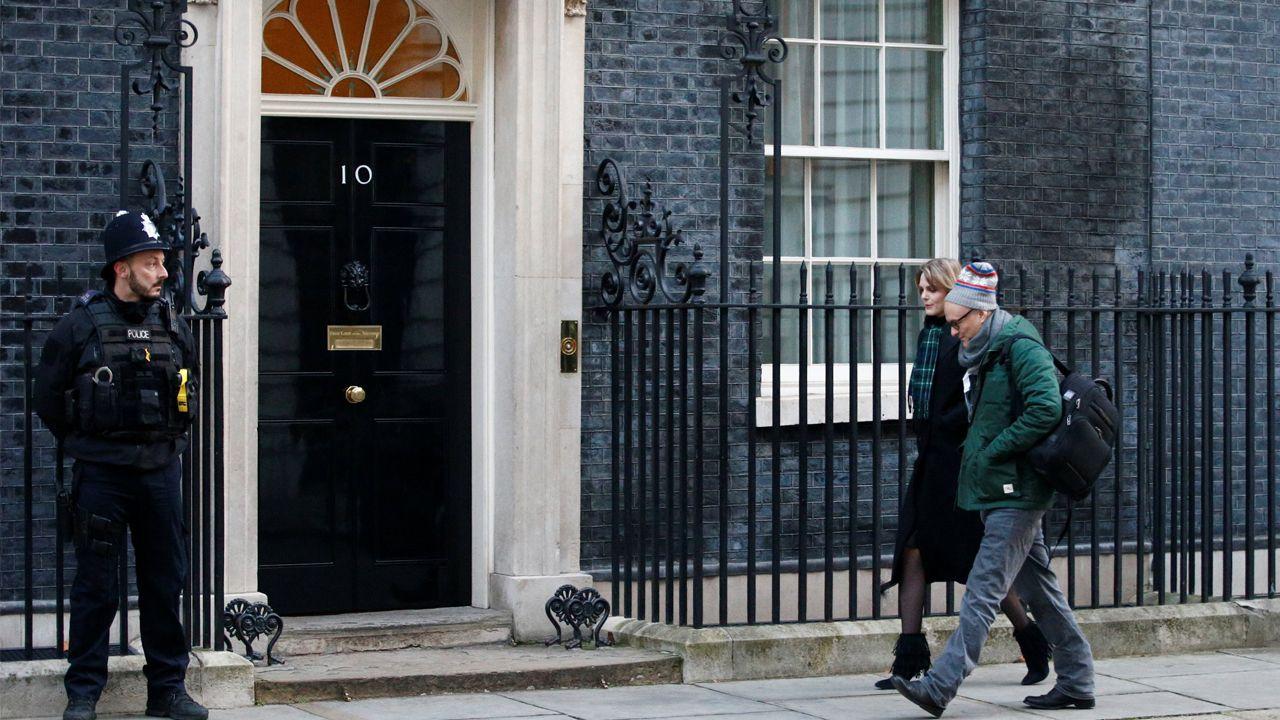 El principal y polémico asesor de Johnson, Dominic Cummings, quien contrató al cesado Andrew Sabisky, llega a Downing Street en una imagen de archivo