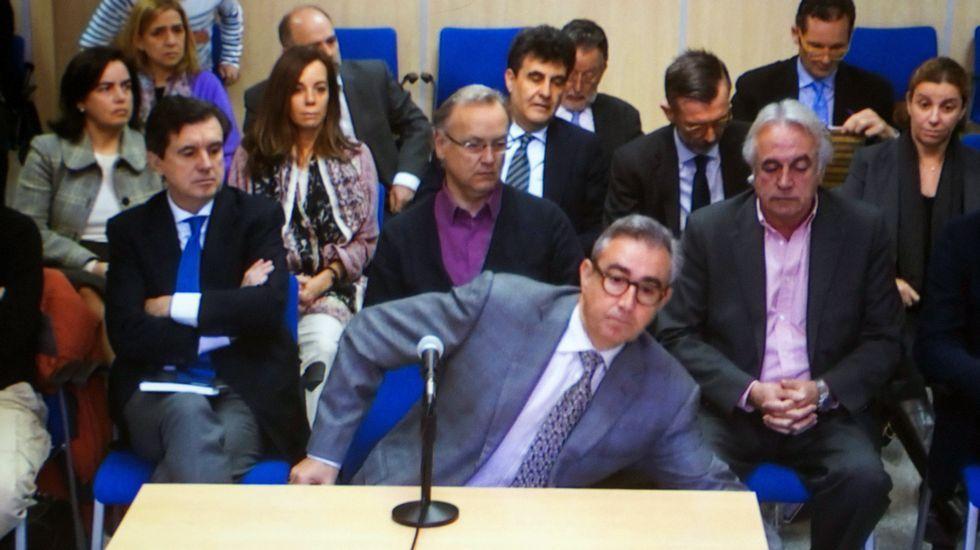Torres: «Es absolutamente falso que la infanta fuera el escudo fiscal».Los hermanos de Iñaki Urdangarin, Clara y Mikel, asisten como público al juicio del caso Nóos.