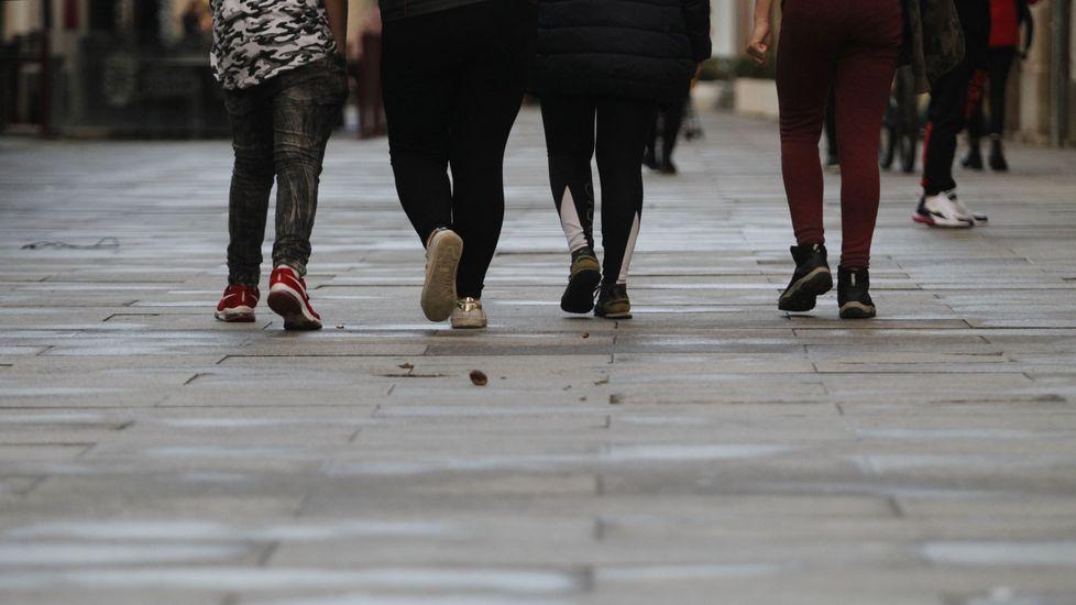 Pavimento en mal estado en la calle Cardenal, antes de la realización de las obras de urbanización