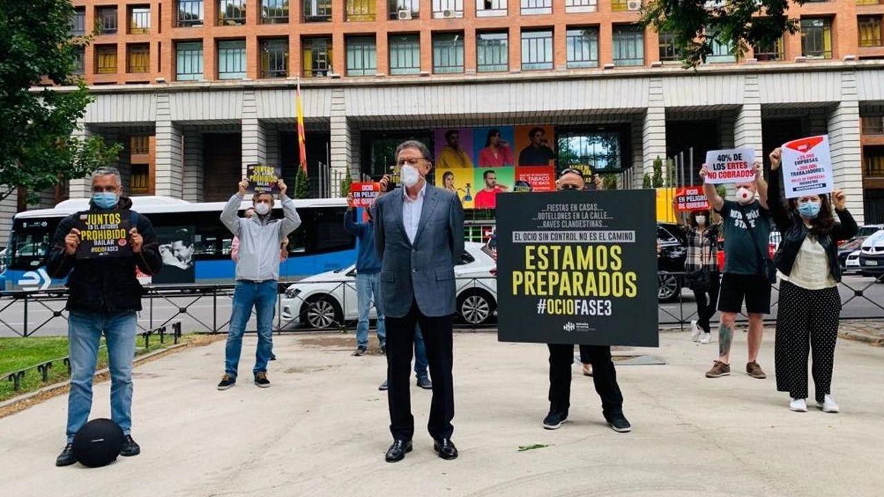 En directo, comparecencia de Salvador Illa y Fernando Simón.Acto con representantes de España de Noche para reclamar la flexibilización de las medidas de apertura en fase 3
