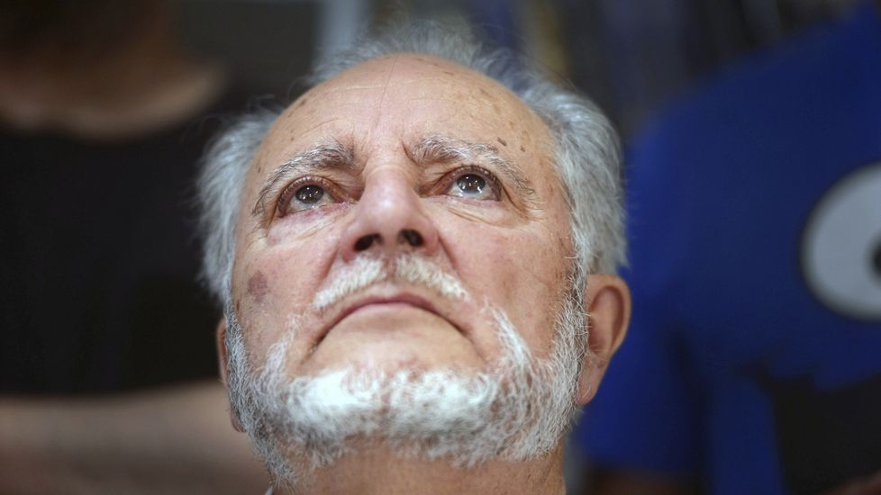 La manifestación por la oficilidad en imágenes.El ex coordinador federal de IU Julio Anguita definió la situación de España como «de postración extrema»
