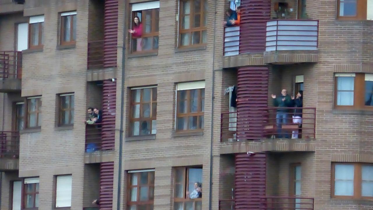 coronavirus, gripe, catarro, fiebre, paciente, enfermo, enferma.El aplauso de las ocho, en un barrio de Gijón