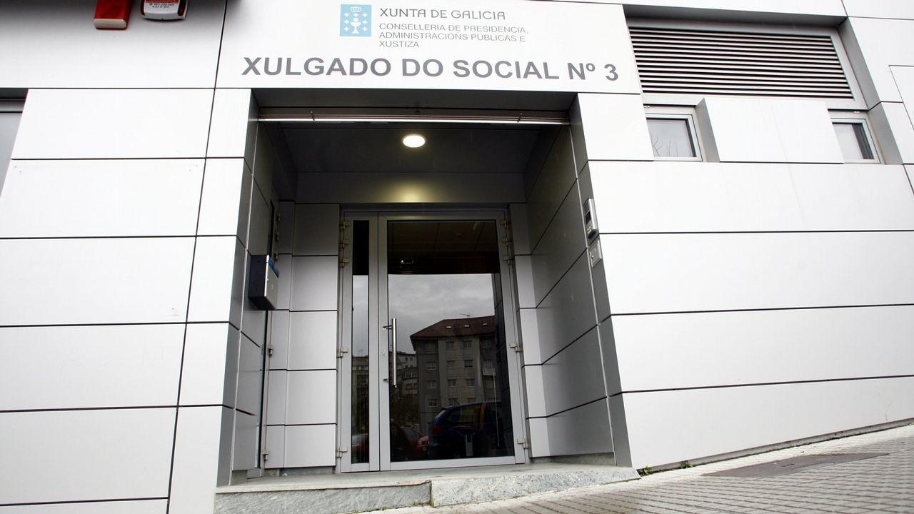 La élite de la justicia asturiana.Javier Fernández felicita a José Ignacio Pérez Villamil