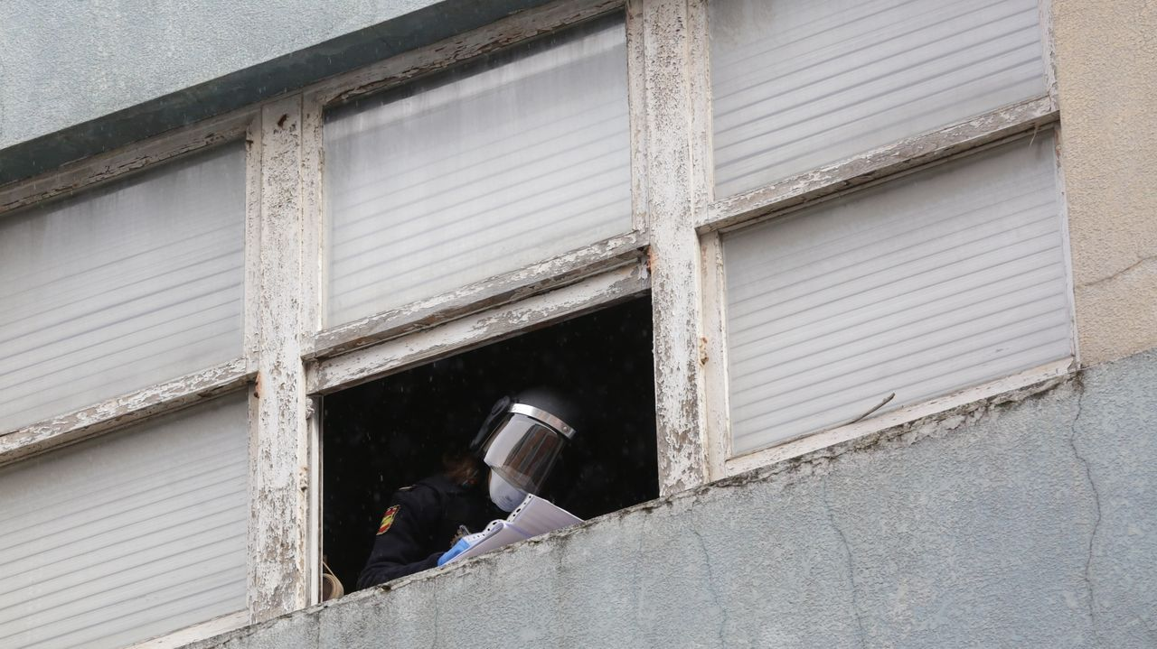 Desalojan dos pisos okupados en la avenida de Fisterra, en A Coruña.Casado, durante la presentación de la candidatura esta mañana en Barcelona