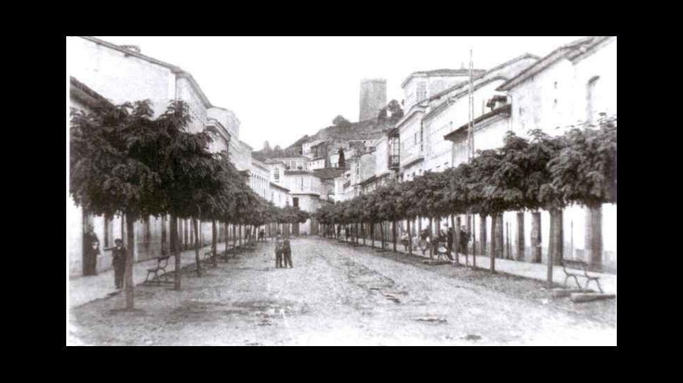 Fotografía antigua de la calle Cardenal, en Monforte