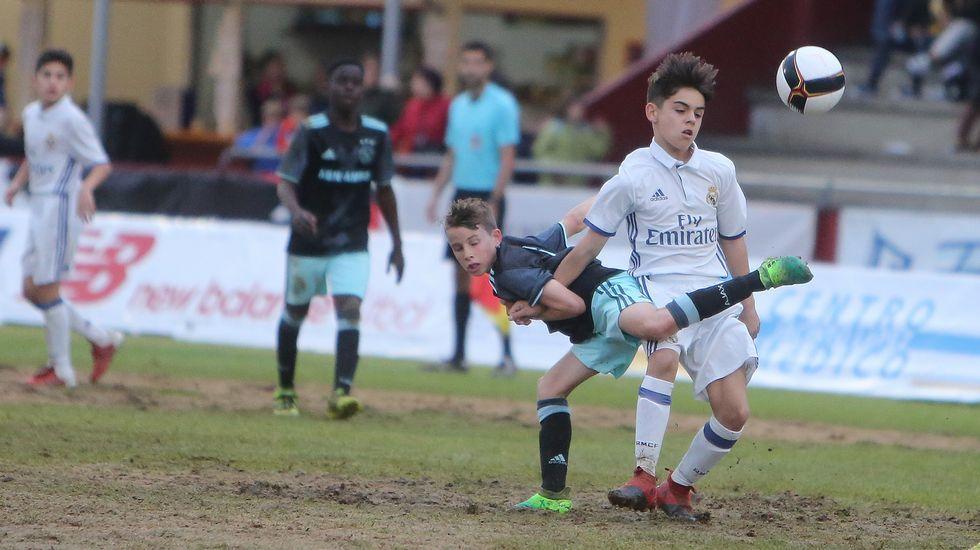 Las imágenes de la final del Arousa Fútbol 7.Ángel Esmorís, a pesar de pertenecer al Manchester City, está cedido en el Mallorca.