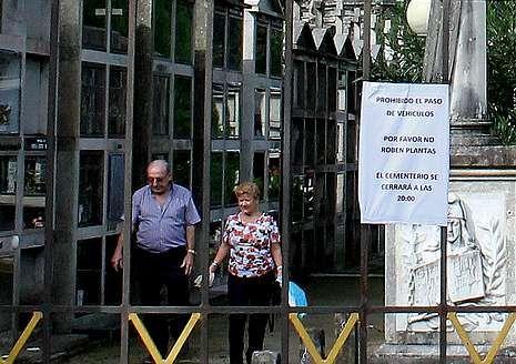 José María Fernández en su vivienda familiar de Arnoso, en Ponteareas.