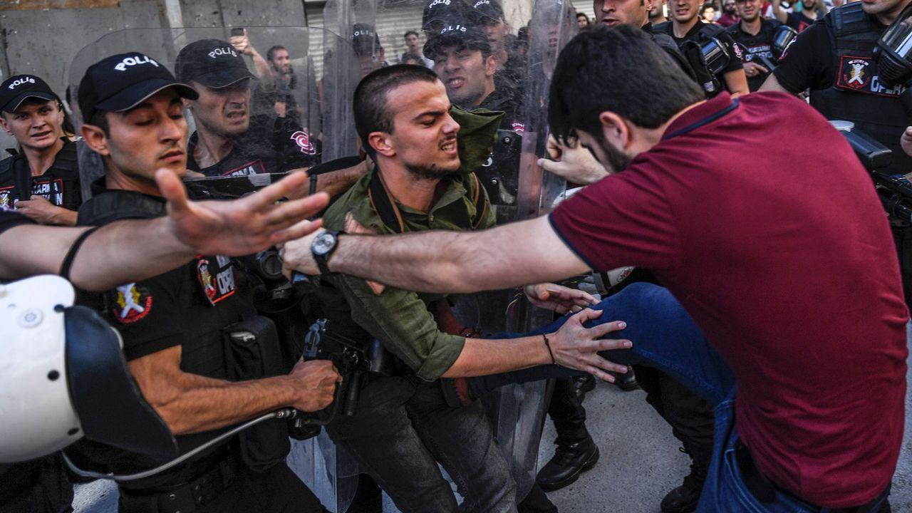 El Campeonato de España Júnior abrió boca en Antela.La marcha por la justicia recogío a decenas de miles de turcos nates de llegar a Estambul.