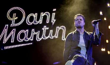 «Emocional» de Dani Martín.El cantante abarrotó María Pita a pesar de los espectaculares chaparrones que cayeron antes del concierto.