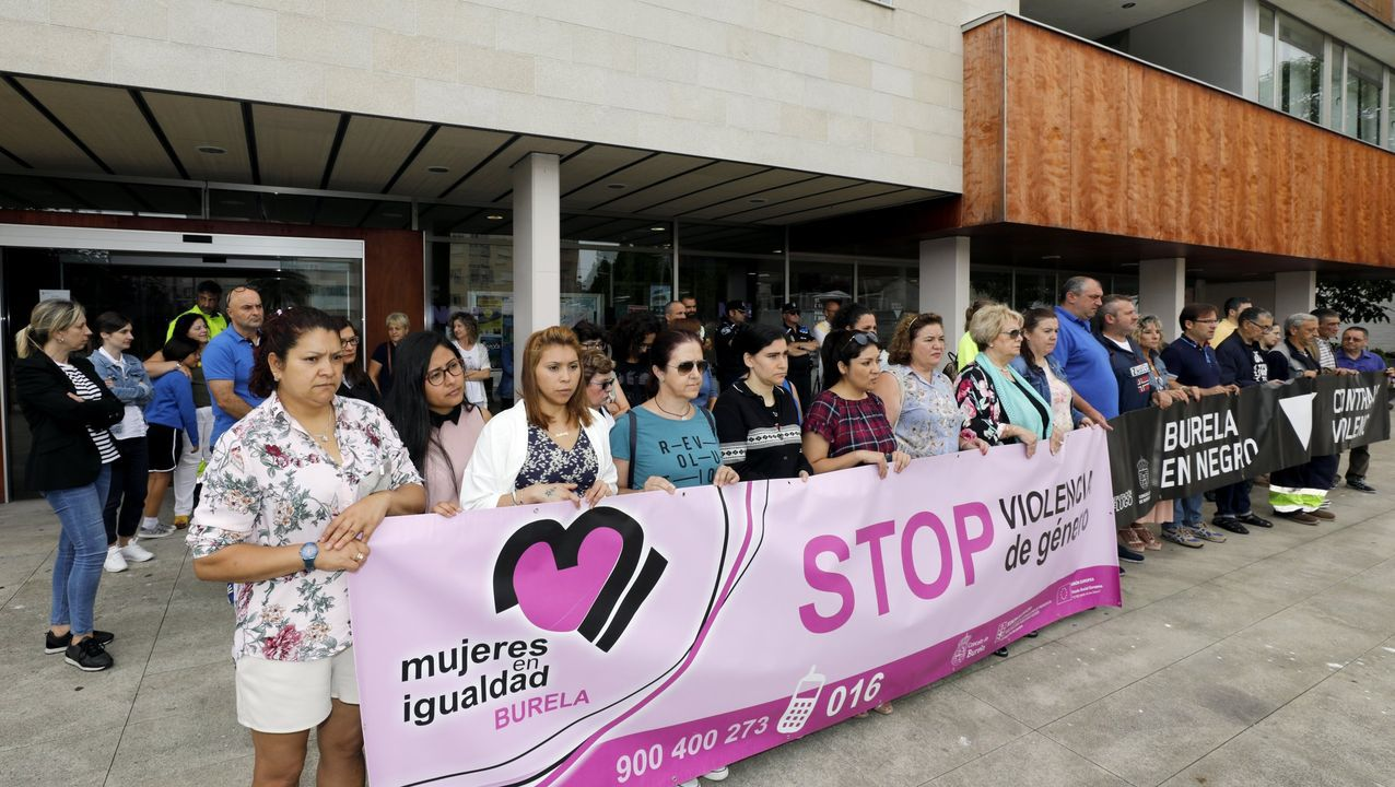 Imagen de archivo de una concentración contra la violencia de género, celebrada ante la casa consistorial de Burela a finales de julio del año pasado